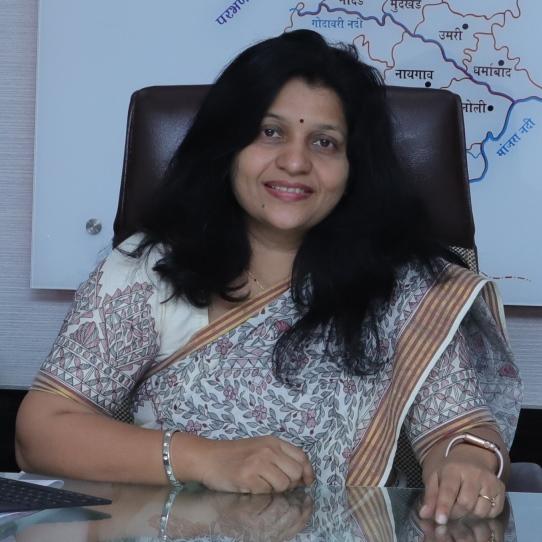मा. श्रीमती. वर्षा डी ठाकूर - घुगे